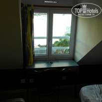Hotel Saint John Perse 2* Окно в номере - Фото отеля