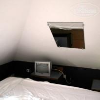 Hotel Saint John Perse 2* Зеркало в номере - Фото отеля
