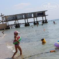 Санаторно-курортный комплекс Family Resort ближний пляж - Фото отеля