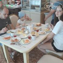 Селена 3* Столовая, вкусная еда - Фото отеля