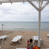 Санаторно-курортный комплекс Family Resort Чистый оборудованный пляж - Фото отеля