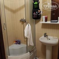 Санаторно-курортный комплекс Family Resort Санузел - полотенце разве что на ручку кабинки приспособить, больше некуда - Фото отеля