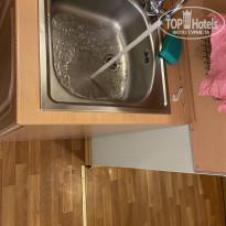 Загородный клуб Дача 3* Вода при мытьё посуды брызгает на пол. Тряпки для пола нет. - Фото отеля